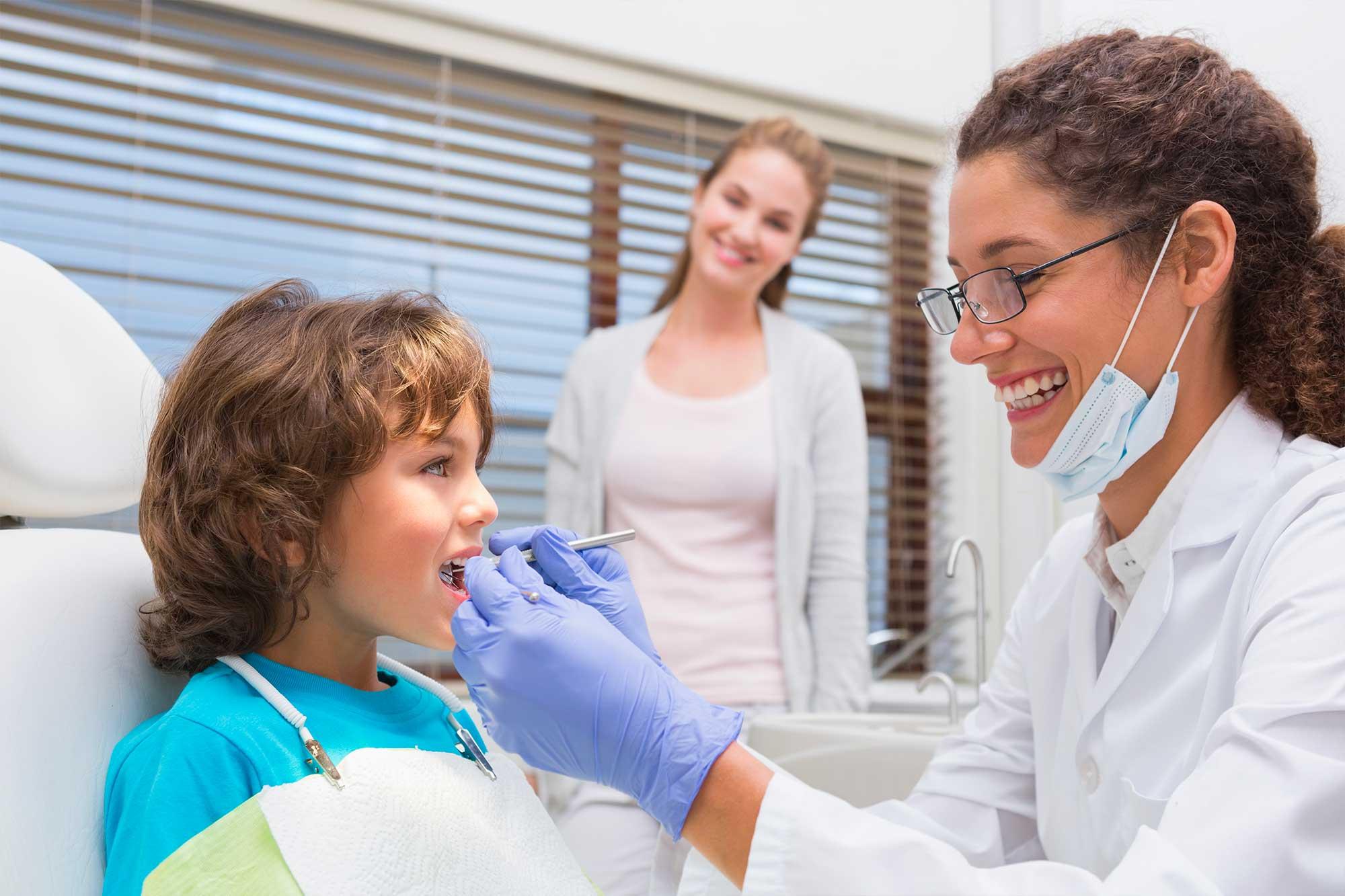http://www.studiosmilecare.it/wp-content/uploads/2015/12/odontoiatria-pediatrica.jpg